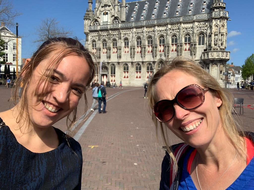 Anne en Johanna in Middelburg op de Dag van de Zorg